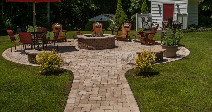 paver patio backyard